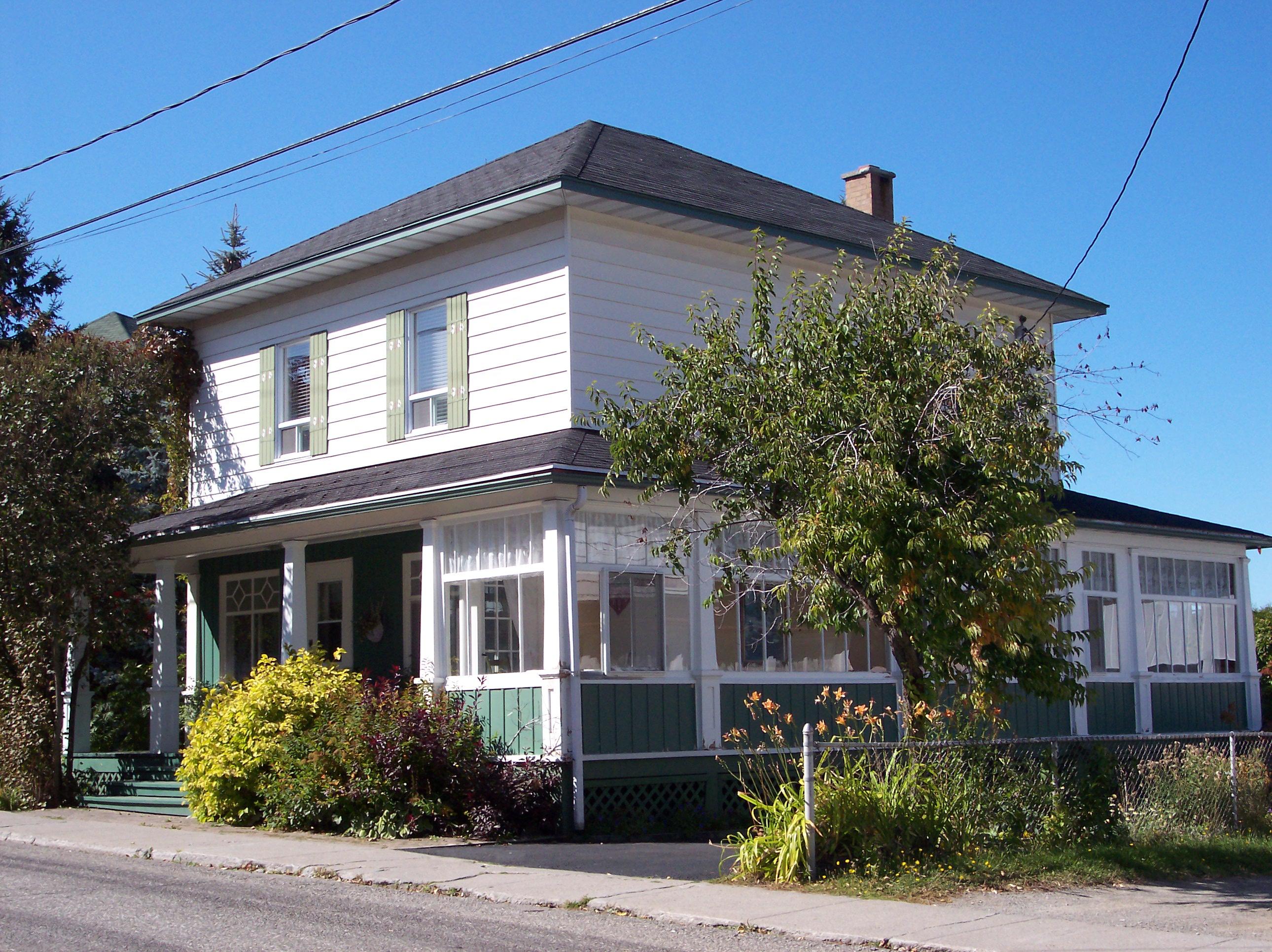 1786 - 410, rue La Salle