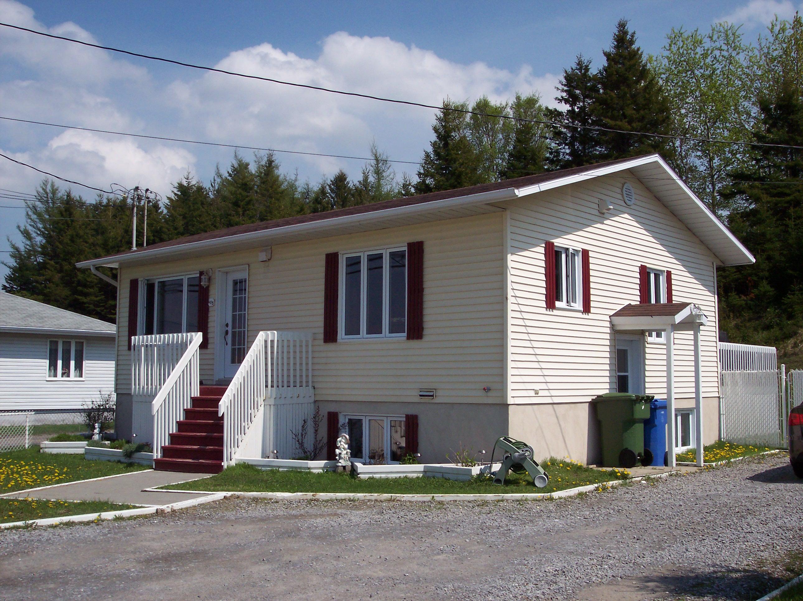 2048 - 605, boulevard Sainte-Anne