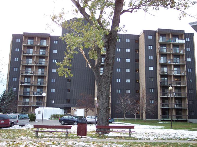 465 - 114, rue de l'Évêché Ouest