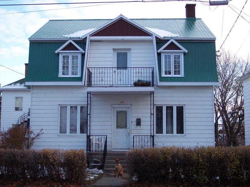 474 - 239, rue de l'Évêché Ouest