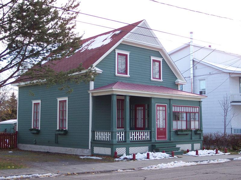 477 - 229, rue de l'Évêché Ouest