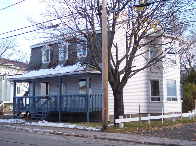 482 - 209, rue de l'Évêché Ouest