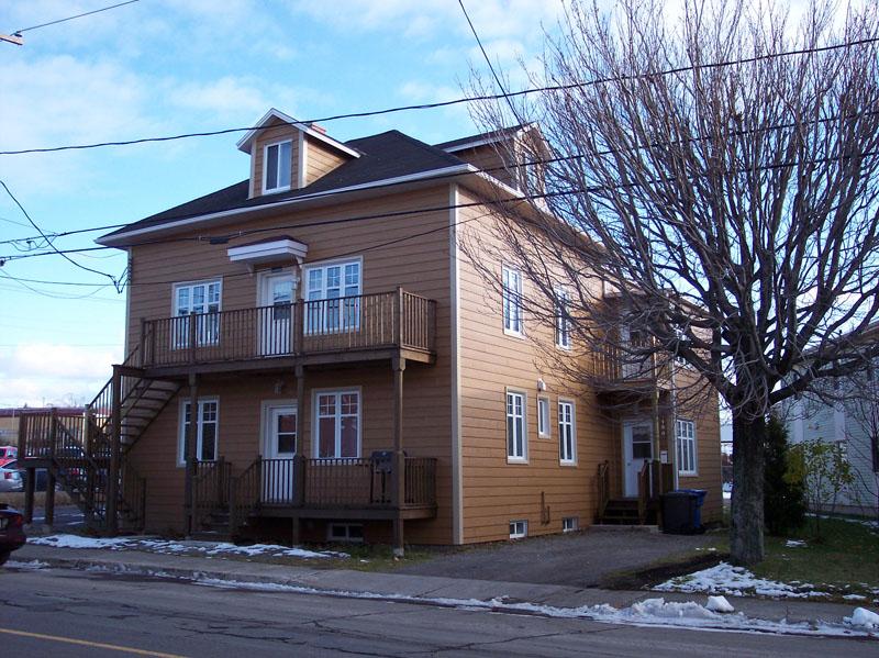 484 - 193-205, rue de l'Évêché Ouest