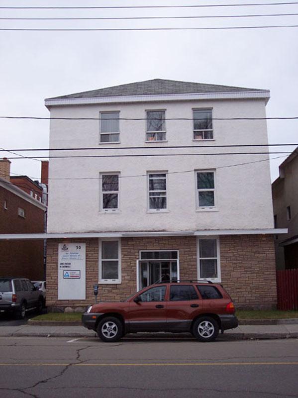 566 - 30, rue de l'Évêché Est